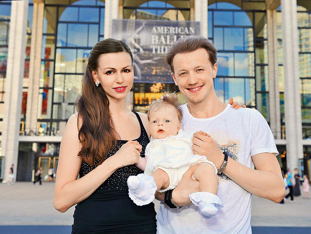 Денис Матвиенко с женой Анастасией и дочерью Лизой