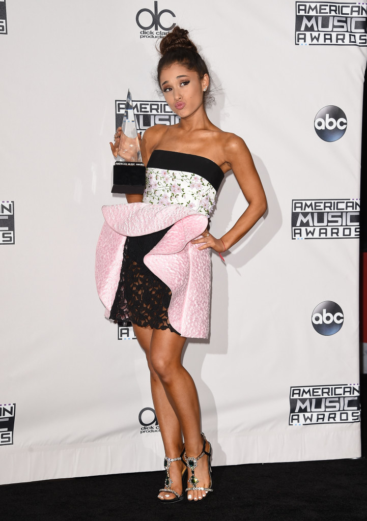 LOS ANGELES, CA - NOVEMBER 22: Recording artist Ariana Grande, winner of Favorite Pop/Rock Female Artist, poses in the press room during the 2015 American Music Awards at Microsoft Theater on November 22, 2015 in Los Angeles, California. (Photo by Jason Merritt/Getty Images)