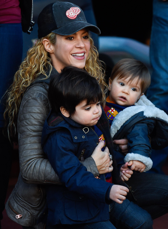Шакира с детьми