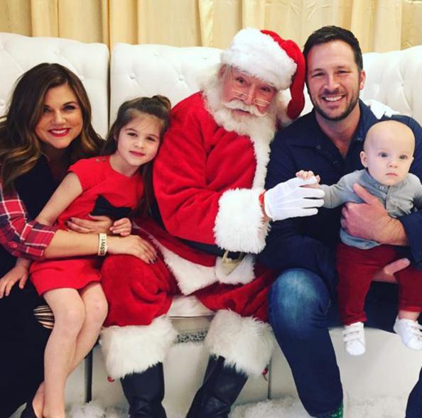 Tiffani Tissen son Holt firat met Santa