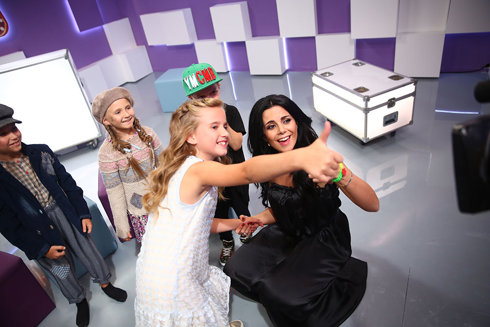 Настя с Софией Бондаренко, своей подопечной в шоу «Маленькі гіганти» на телеканале «1+1», 2015 г.