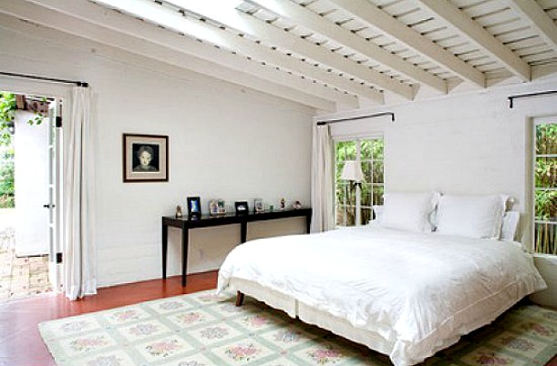54c48e9b64761_-_marilyn-monroes-house-brentwood-bedroom