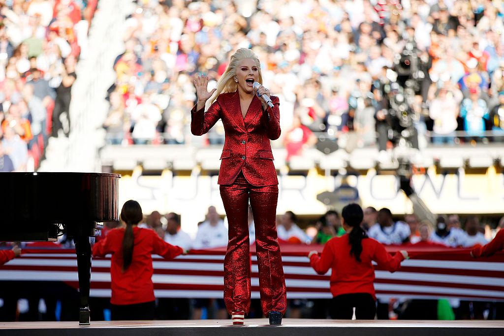 Леди Гага спела гимн США на Супер Боул 2016 / Getty Images