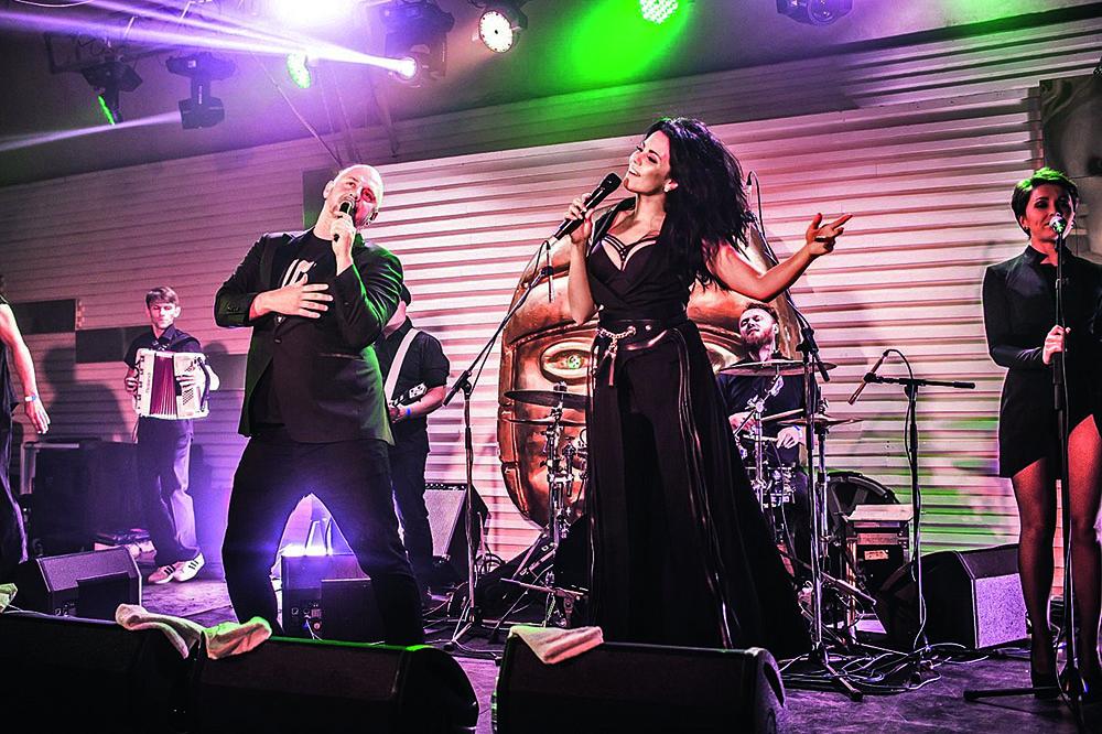 На концерте в Olmeca Plage