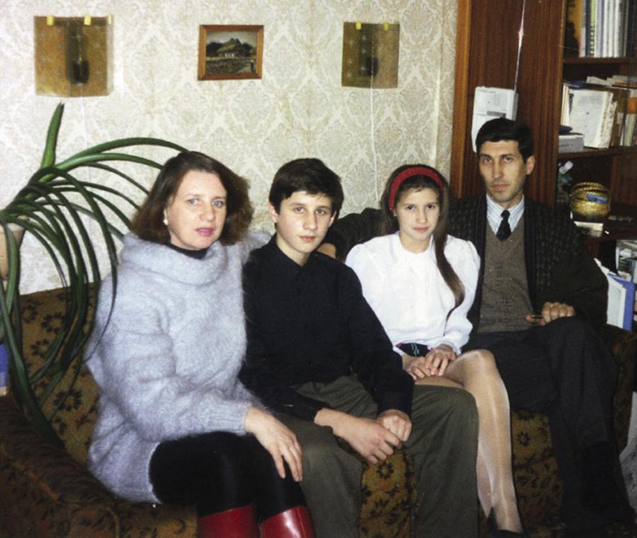 Анита Луценко родители