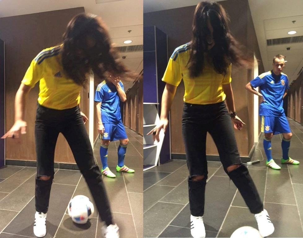 Джамала играет в футбол