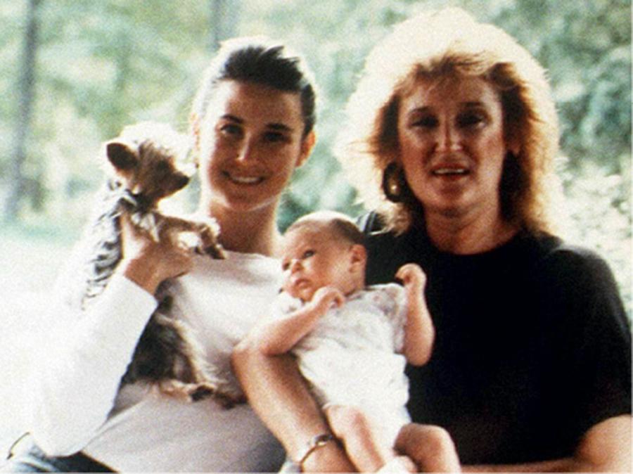 Деми Мур с мамой Вирджинией и дочерью Румер