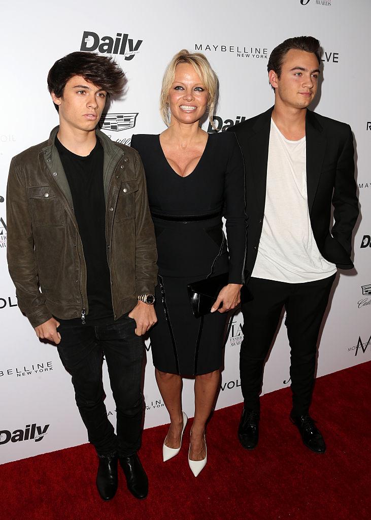 Памела Андерсон с сыновьями Диланом и Брендоном