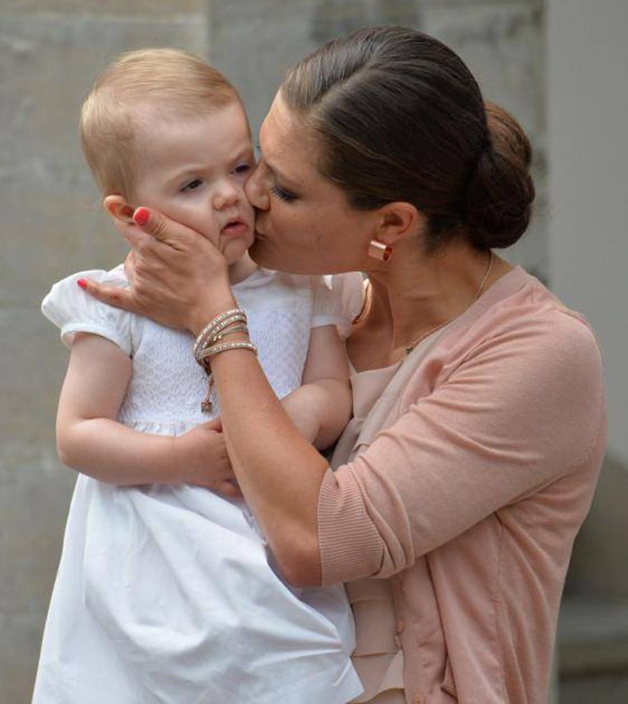 Кронпринцесса Виктория с дочкой Эстель