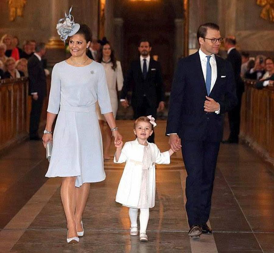 Кронпринцесса Виктория, принц Даниэль и принцесса Эстель