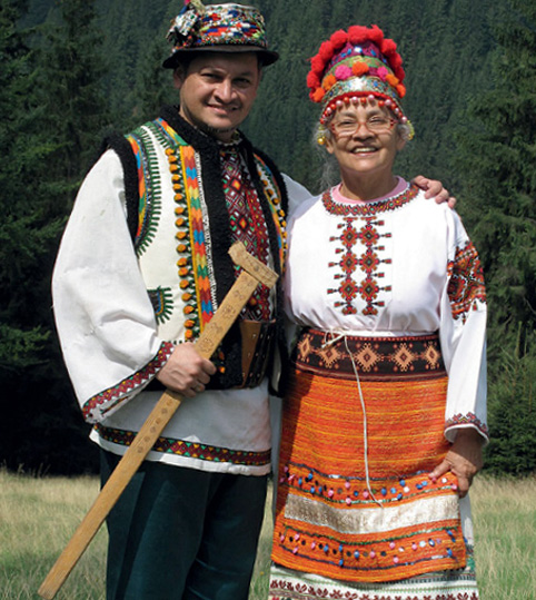 Эктор Хименес-Браво с мамой. Украина, Карпаты, 2010