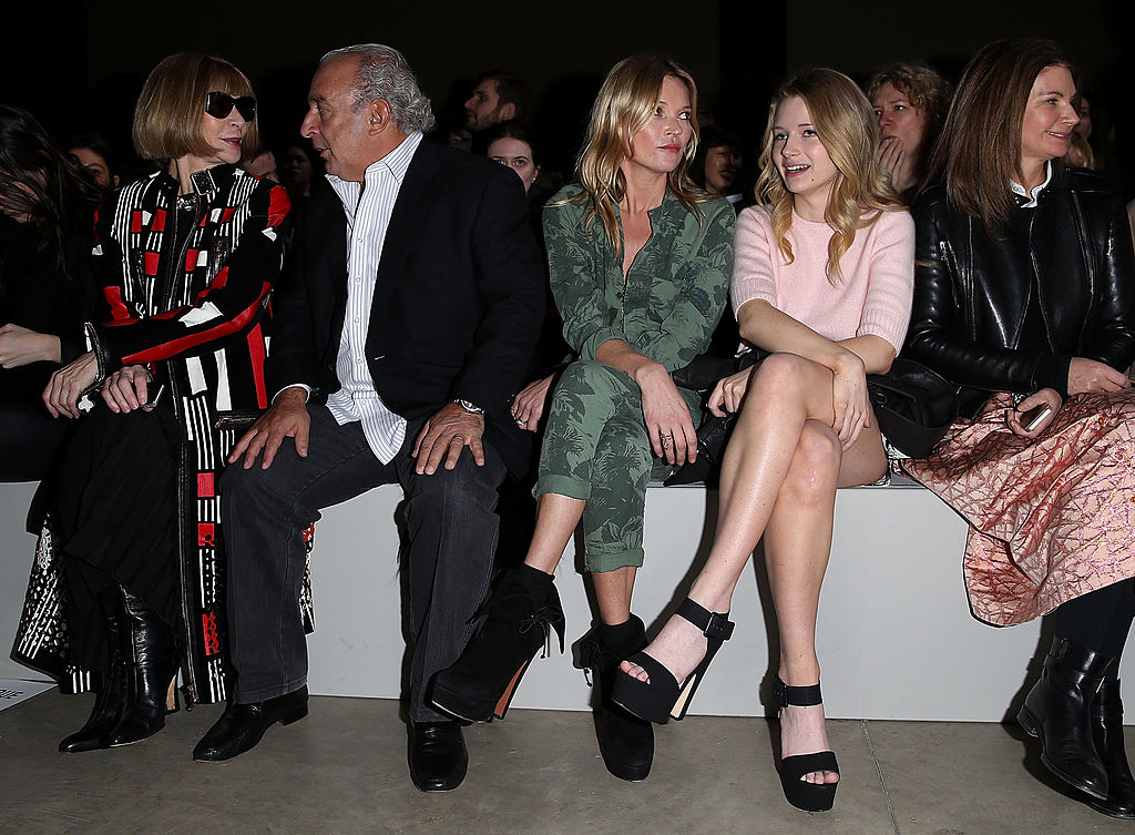 LONDON, ENGLAND - FEBRUARY 16: (L-R) Anna Wintour, Sir Philip Green, Kate Moss and Lottie Moss attend the Topshop Unique show at London Fashion Week AW14 at Tate Modern on February 16, 2014 in London, England (Photo by Danny E. Martindale/Getty Images)