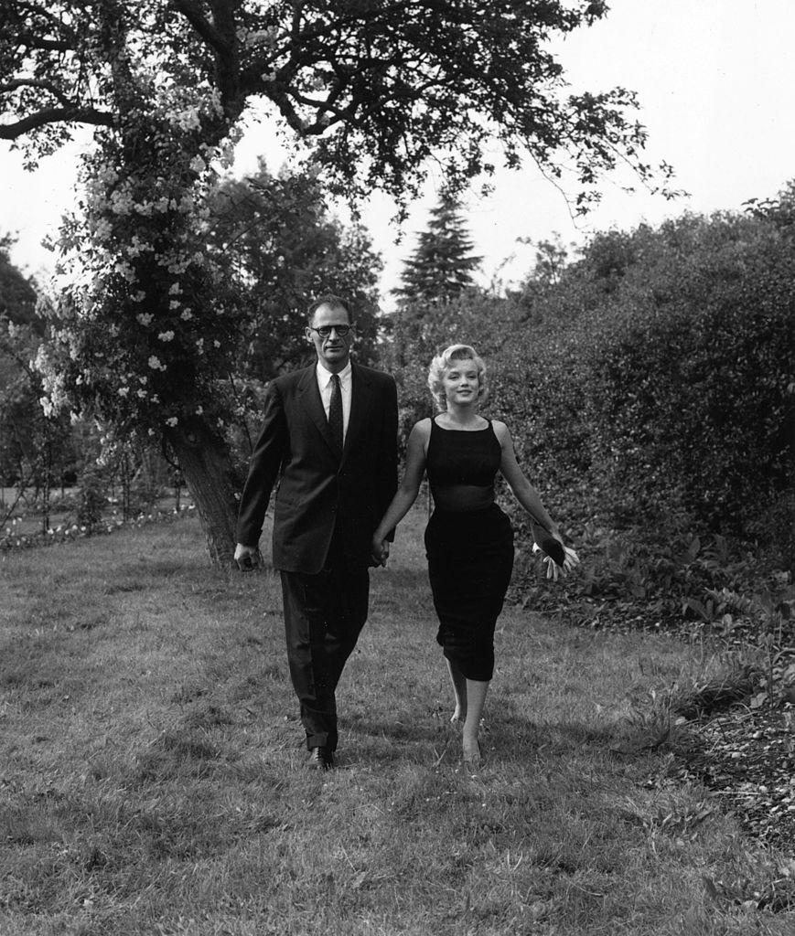 Мэрилин Монро с мужем, сценаристом Артуром Миллером в июле 1956 года