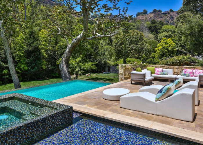 Jennifer-Lopez-Buys-40-Million-Bel-Air-Mansion (16)