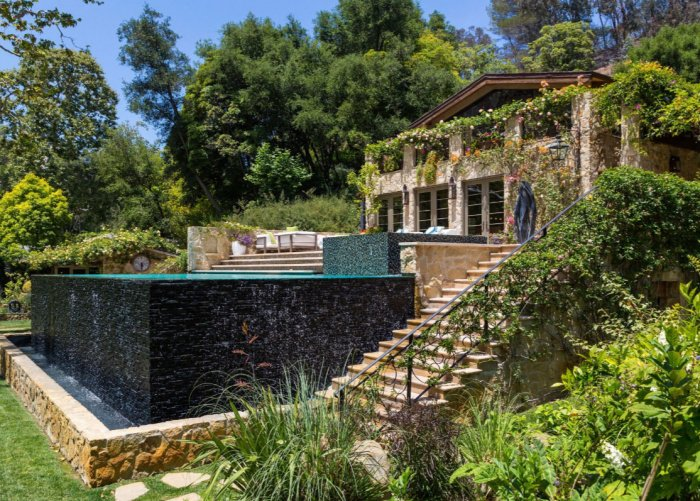 Jennifer-Lopez-Buys-40-Million-Bel-Air-Mansion