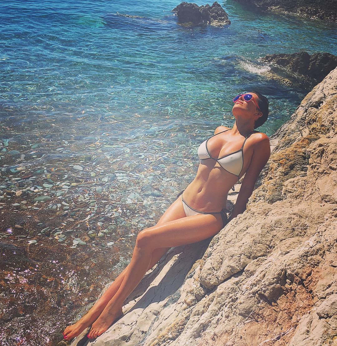 Даша Астафьева в купальнике