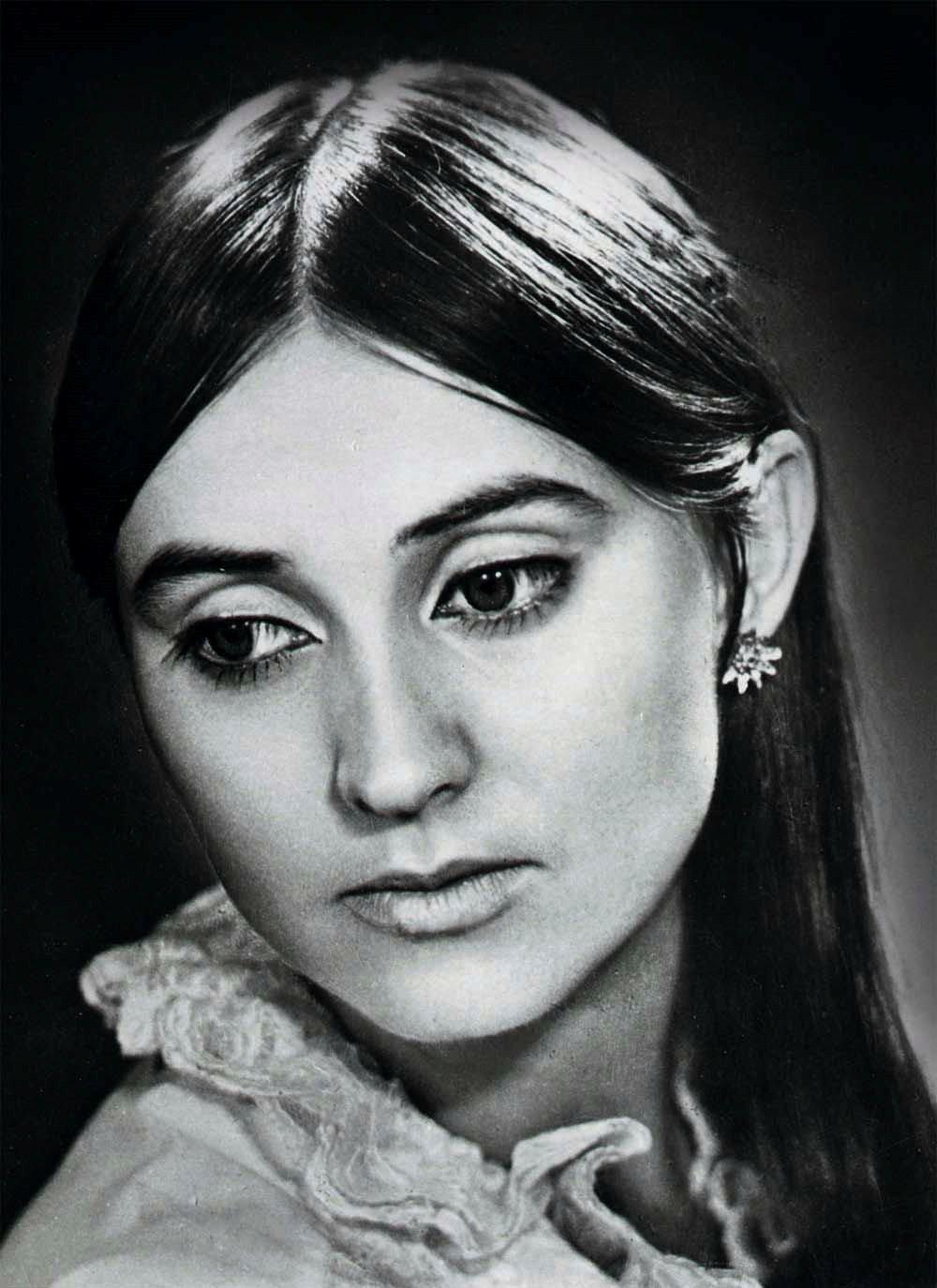 Лариса Кадочникова в молодости