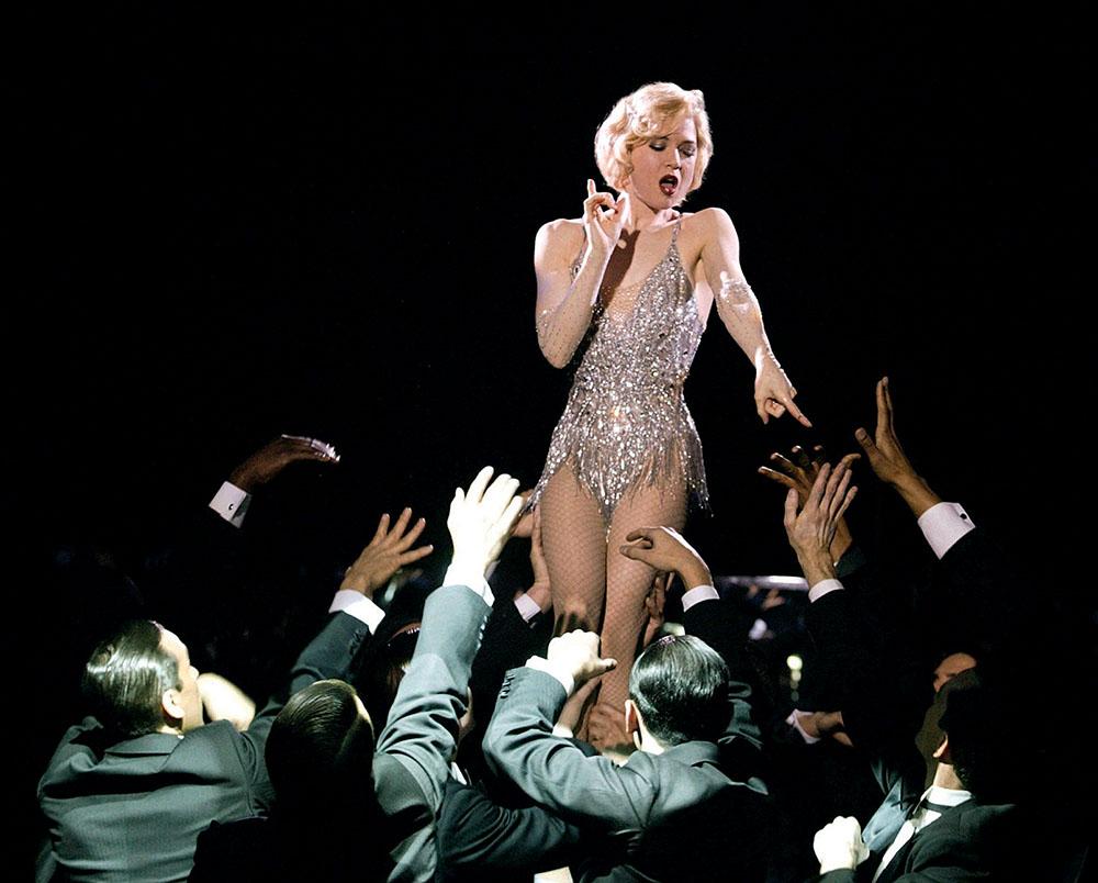 В фильме «Чикаго», 2002 г. Рене Зеллвегер демонстрирует вновь обретенную идеальную фигуру