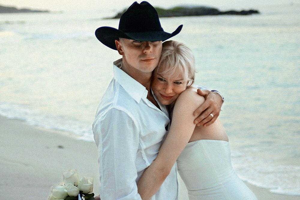 Рене Зеллвегер в день свадьбы с Кенни Чесни, 2005 г.