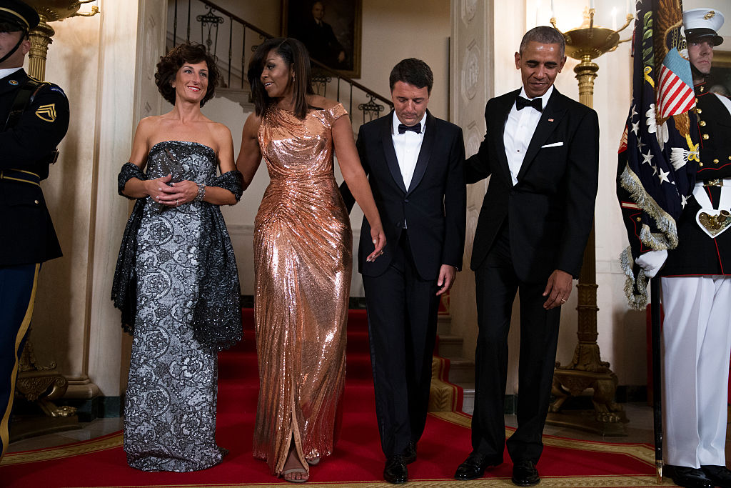 WASHINGTON - OCTOBER 18: US President Barack Obama (R) and First Lady Michelle Obama (2L) pose for the official picture with Italian Prime Minister Matteo Renzi (2R) and Italian First Lady Agnese Landini (L) prior to the state dinner at the White House on October 18, 2016 in Washington DC. President Obama and First Lady Michelle Obama are hosting their final state dinner featuring celebrity chef Mario Batali and singer Gwen Stefani performing after dinner. (Photo by Shawn Thew - pool/Getty Images)
