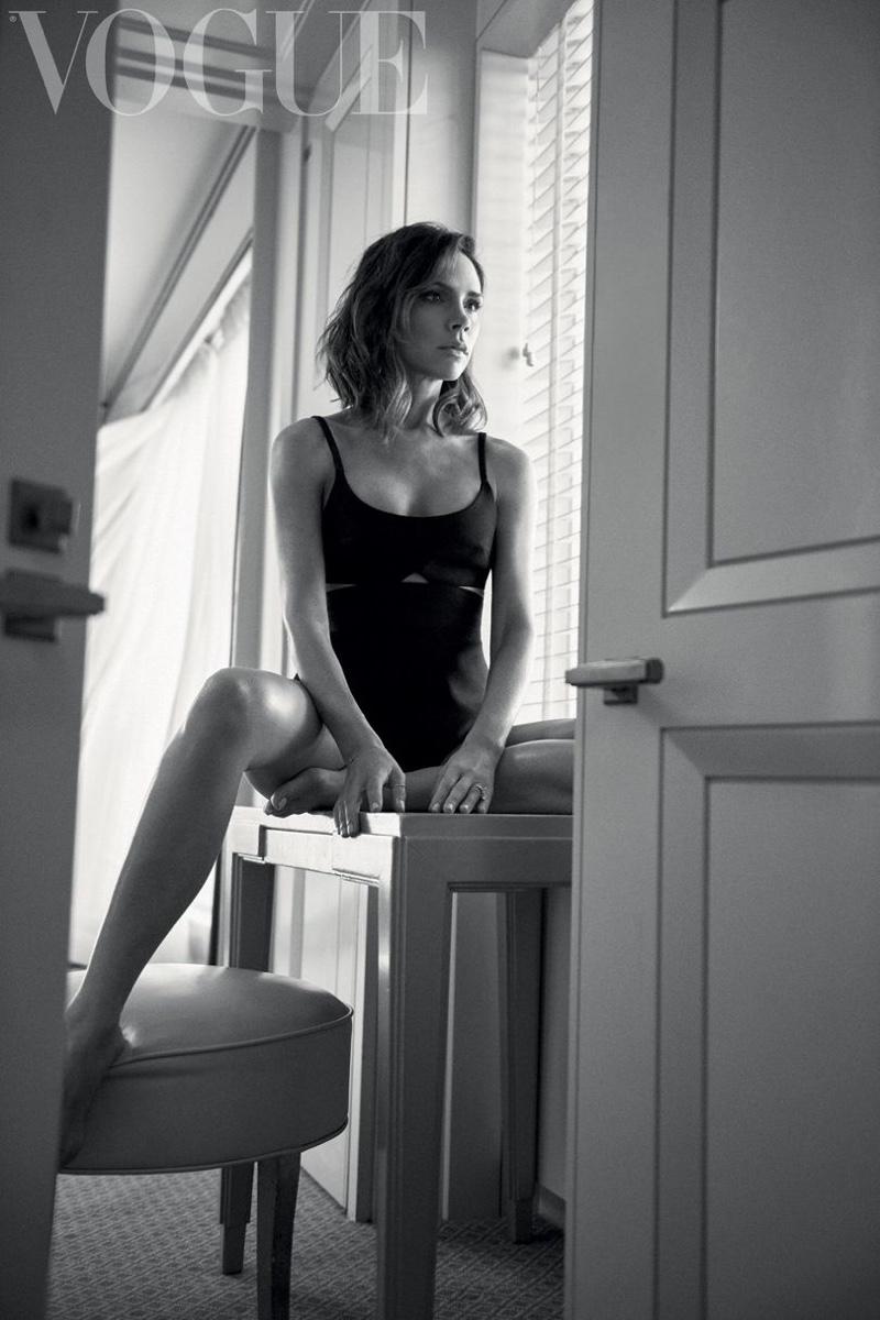 Victoria-Beckham-Vogue-UK-October-2016-Cover-Photoshoot02