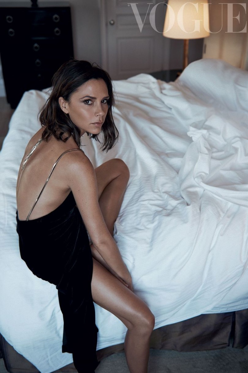 Victoria-Beckham-Vogue-UK-October-2016-Cover-Photoshoot03