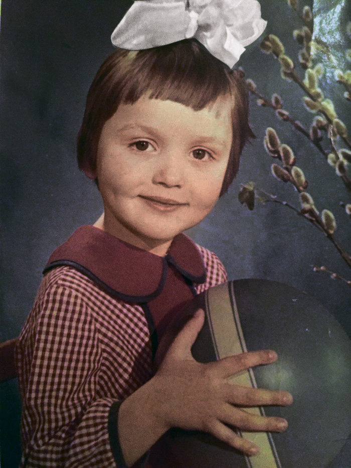 Оля Полякова в детстве