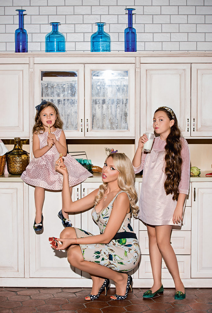 Оля Полякова с детьми
