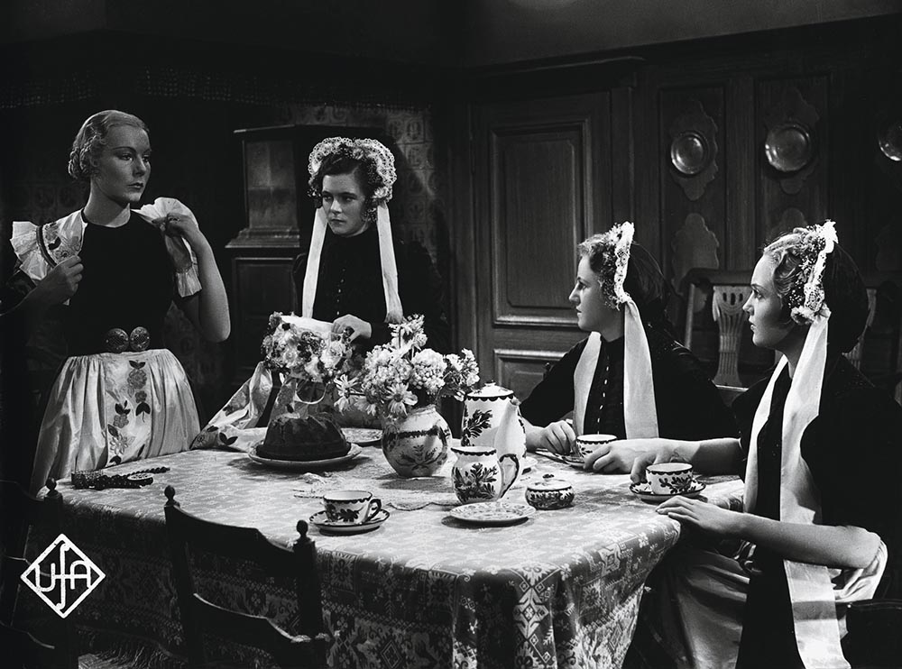 Film / Einzeltitel: УDas Mдdchen vom MoorhofФ (Deutschland 1935; Regie: Detlef Sierck; nach der Novelle von Selma Lagerlцf). Szene mit Ellen Frank (links) u. a.