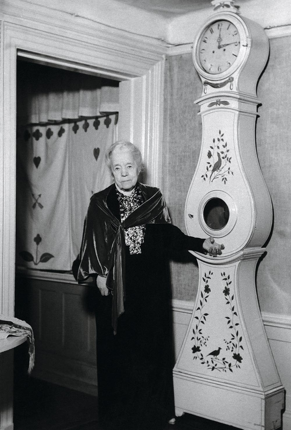 Swedish authoress Selma Ottilia Lovisa Lagerloef next to a long case clock at her home in Falun, Dalcarlia, Sweden in an undated photo. (AP Photo)