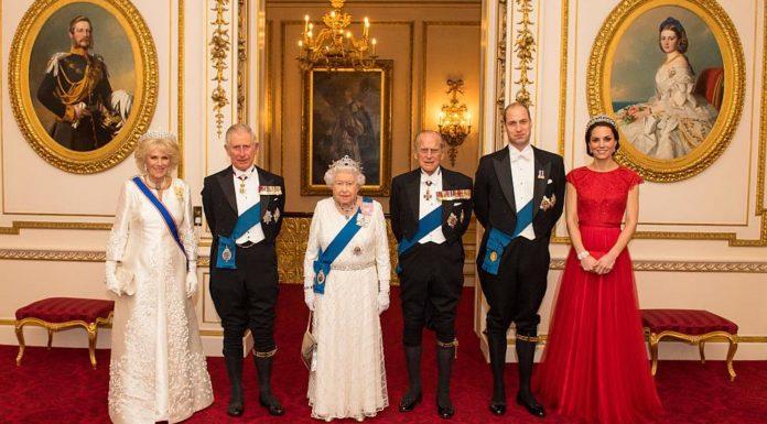 Новый портрет королевской семьи Великобритании 2016