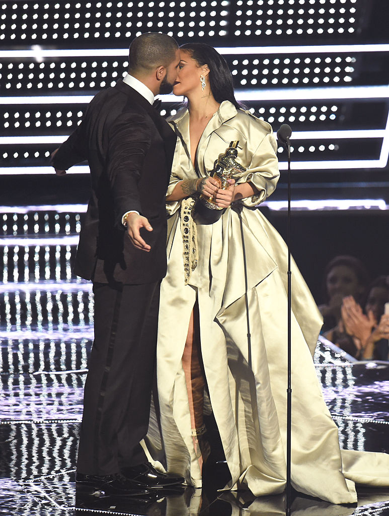 best couple award goes to rihanna