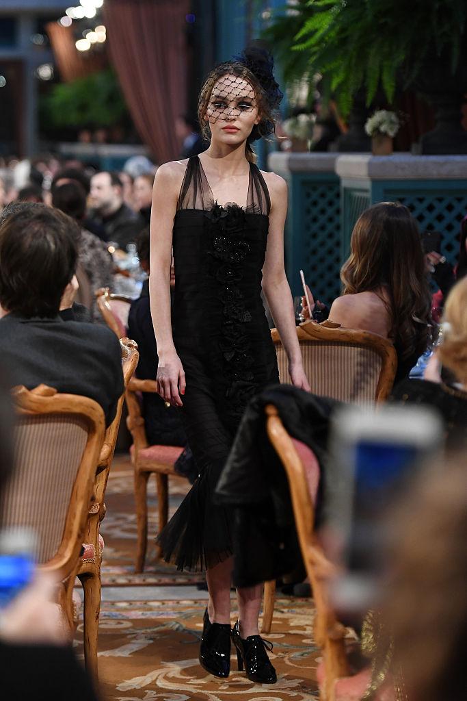 Лили-Роуз Депп Chanel Metiers d'Art 2016/17