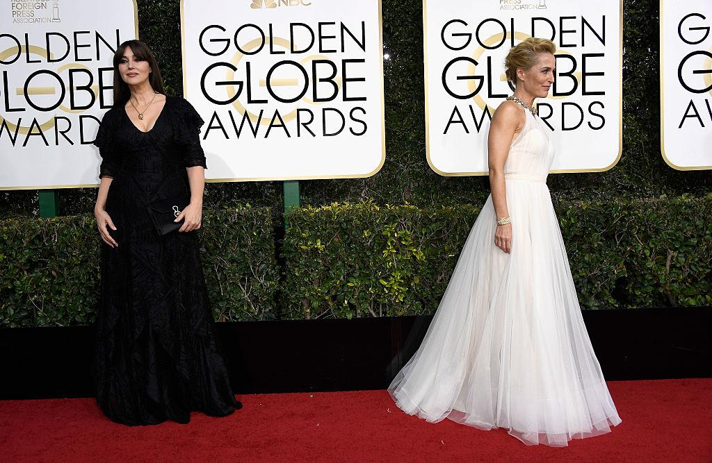 Моника Беллуччи и Джиллиан Андерсон на Золотом глобусе 2017