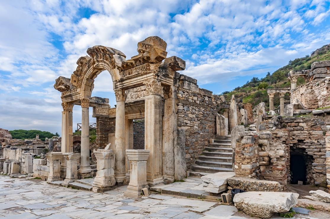 Храм Адриана, Эфес