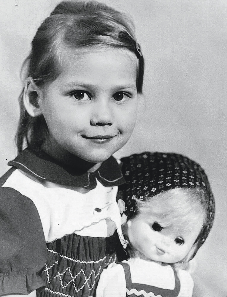 Анна в детстве