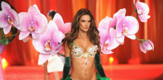 Алессандра Амбросио Victoria's Secret Fashion 2012