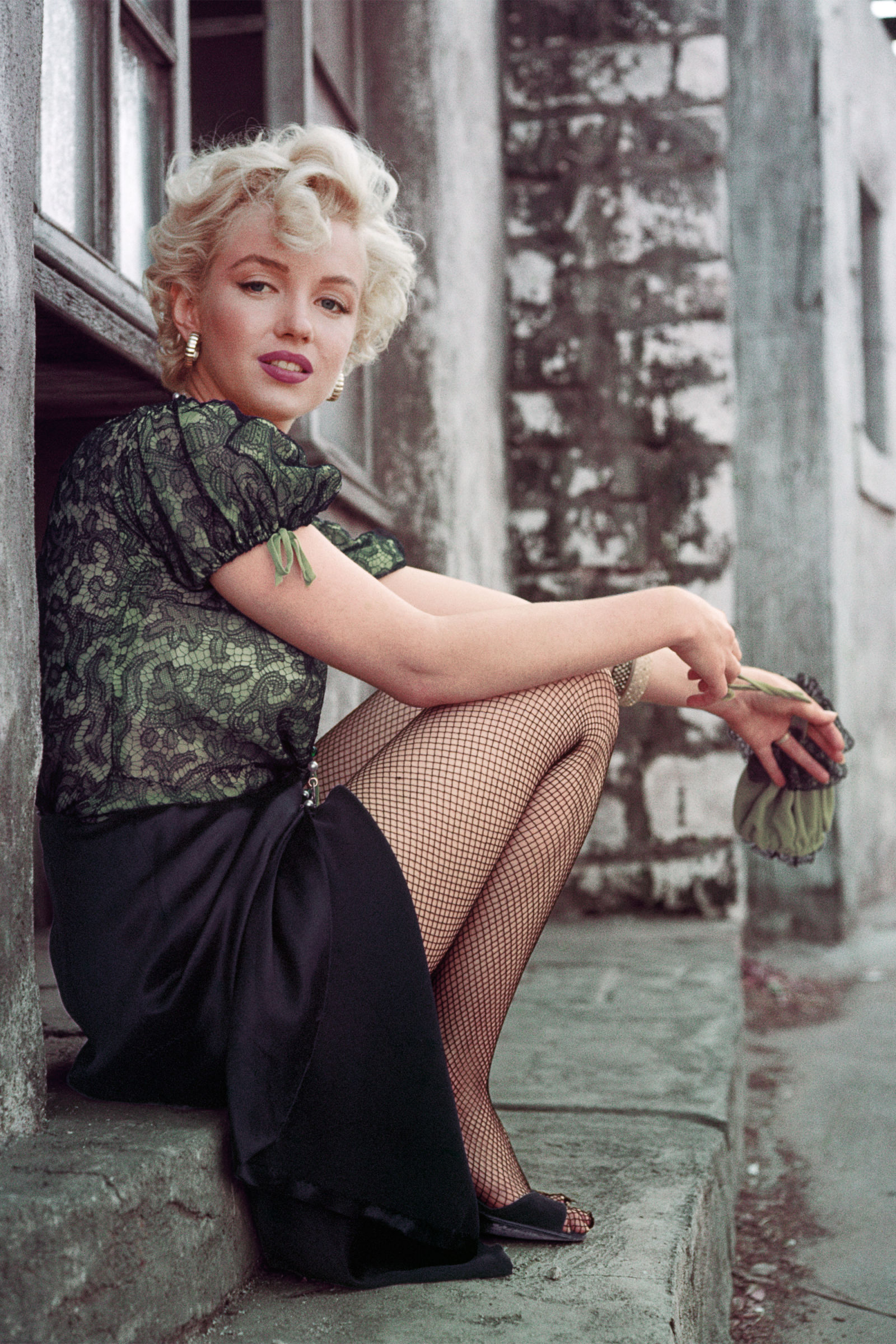 hbz-marilyn-the-hooker-sitting-la-1956-milton-h-greene-archive-images