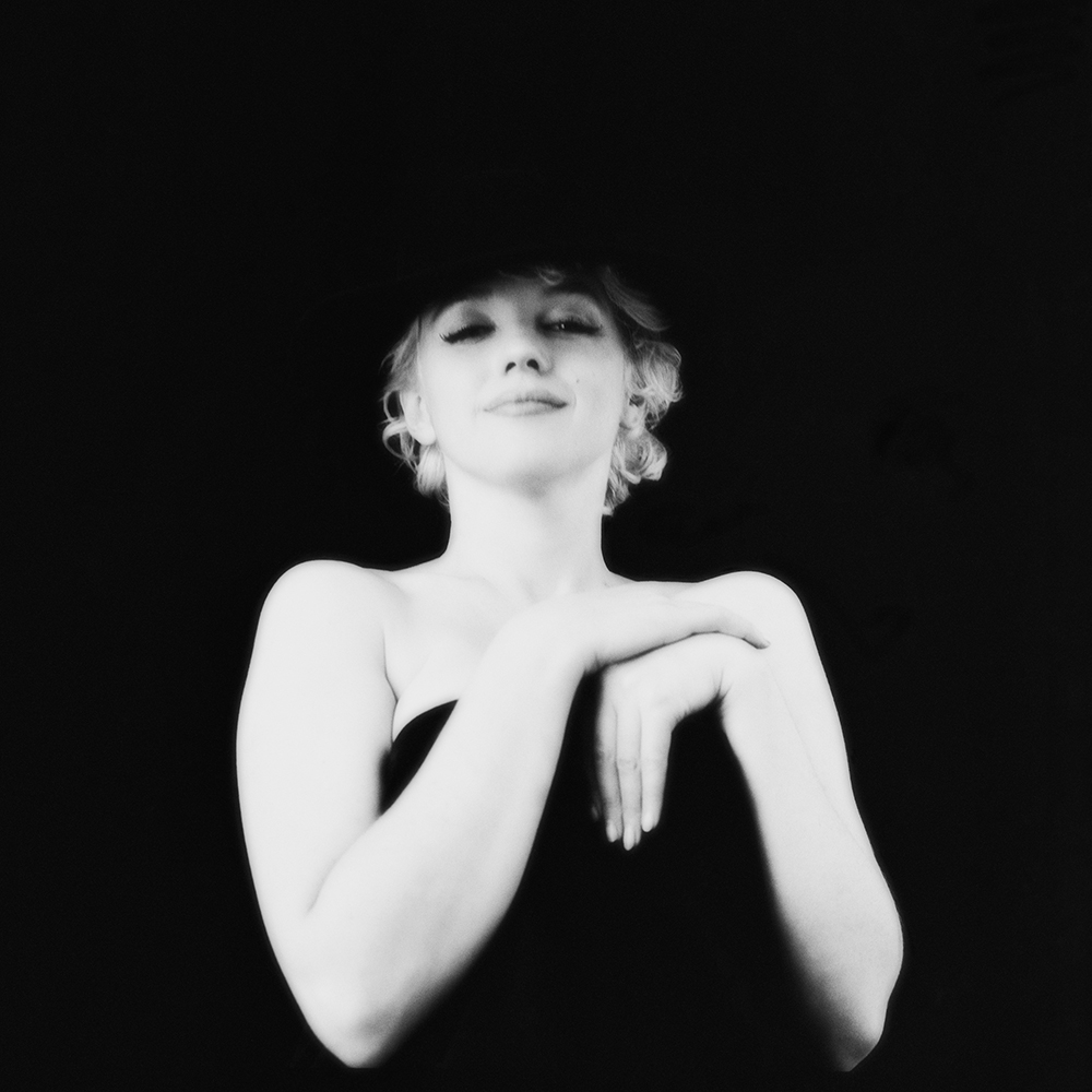 hbz-marilyn-with-a-sultry-stare-ny-1956-milton-h-greene-archive-images