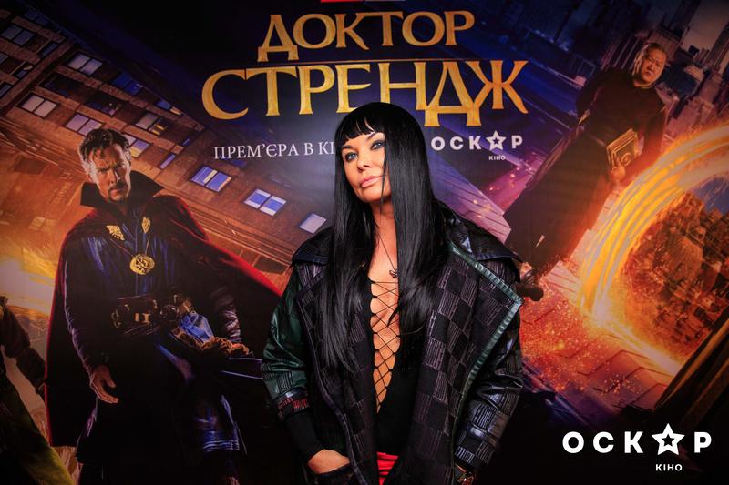 Ассия Ахат оголила грудь на кинопремьере в Киеве | Караван