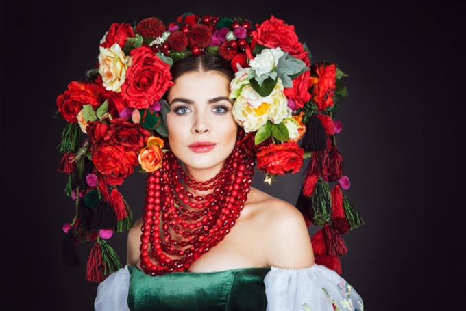 Эротическое фото в национальном украинском костюме 3