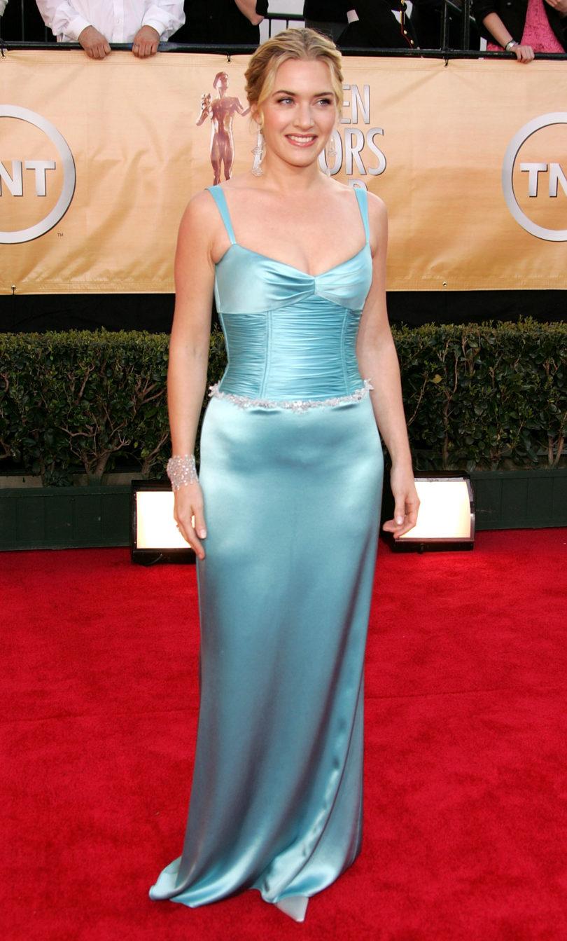 Кейт Уинслет голубое шелковое платье