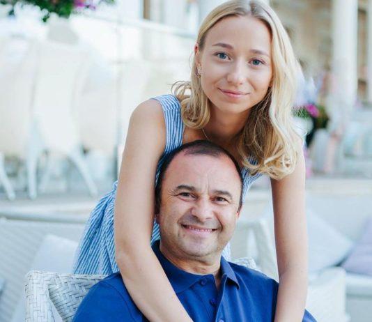Виктор Павлик с молодой невестой