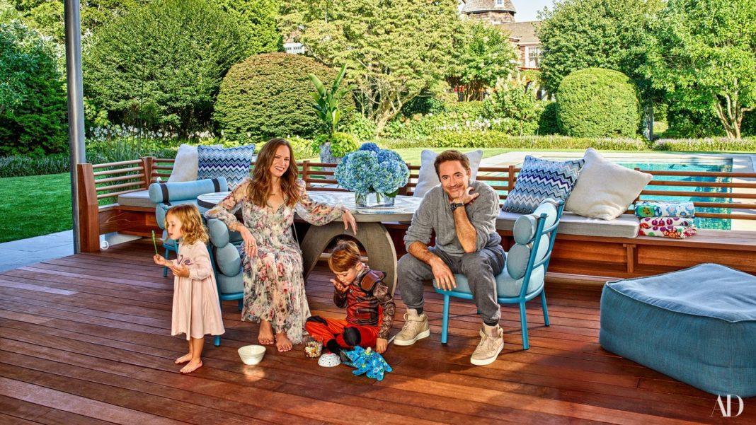 Роберт Дауни-младший с женой и детьми