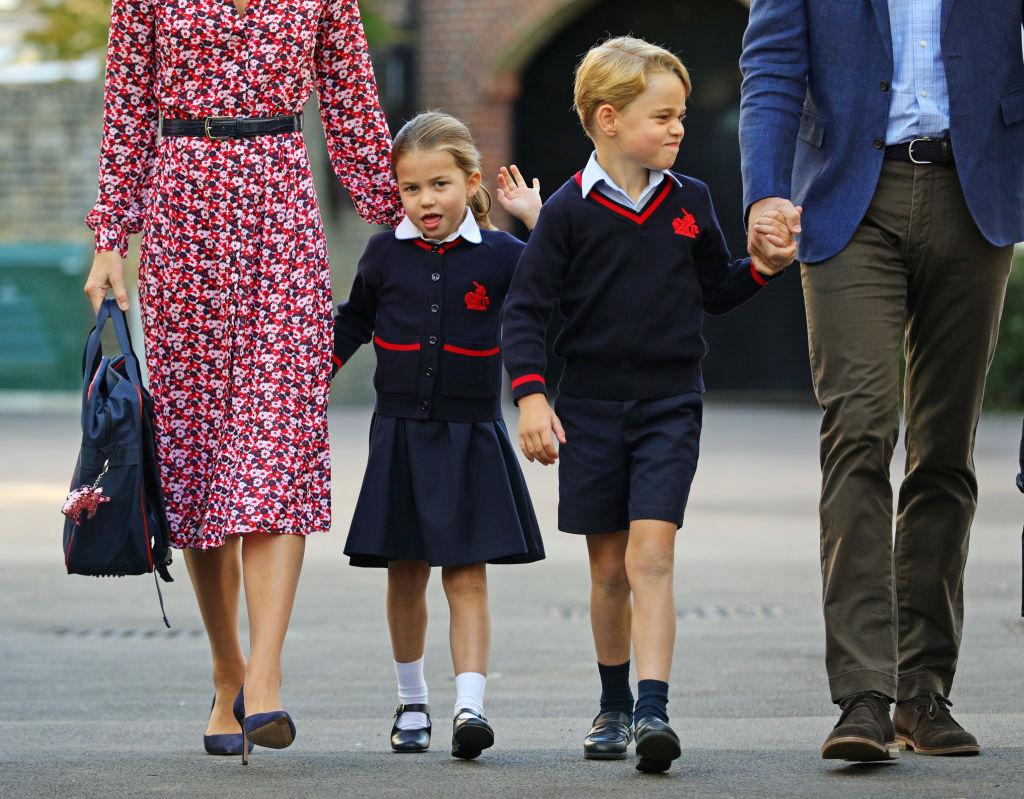 принцесса Шарлотта и принц Джордж в школе