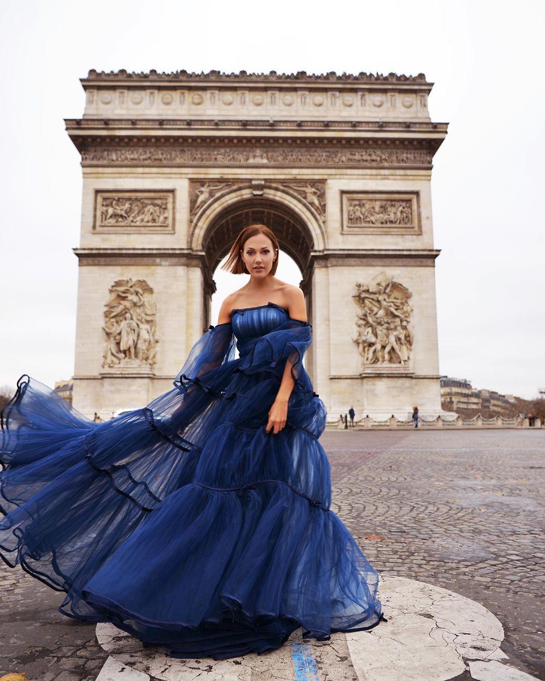 Мерьем Узерли в Париже