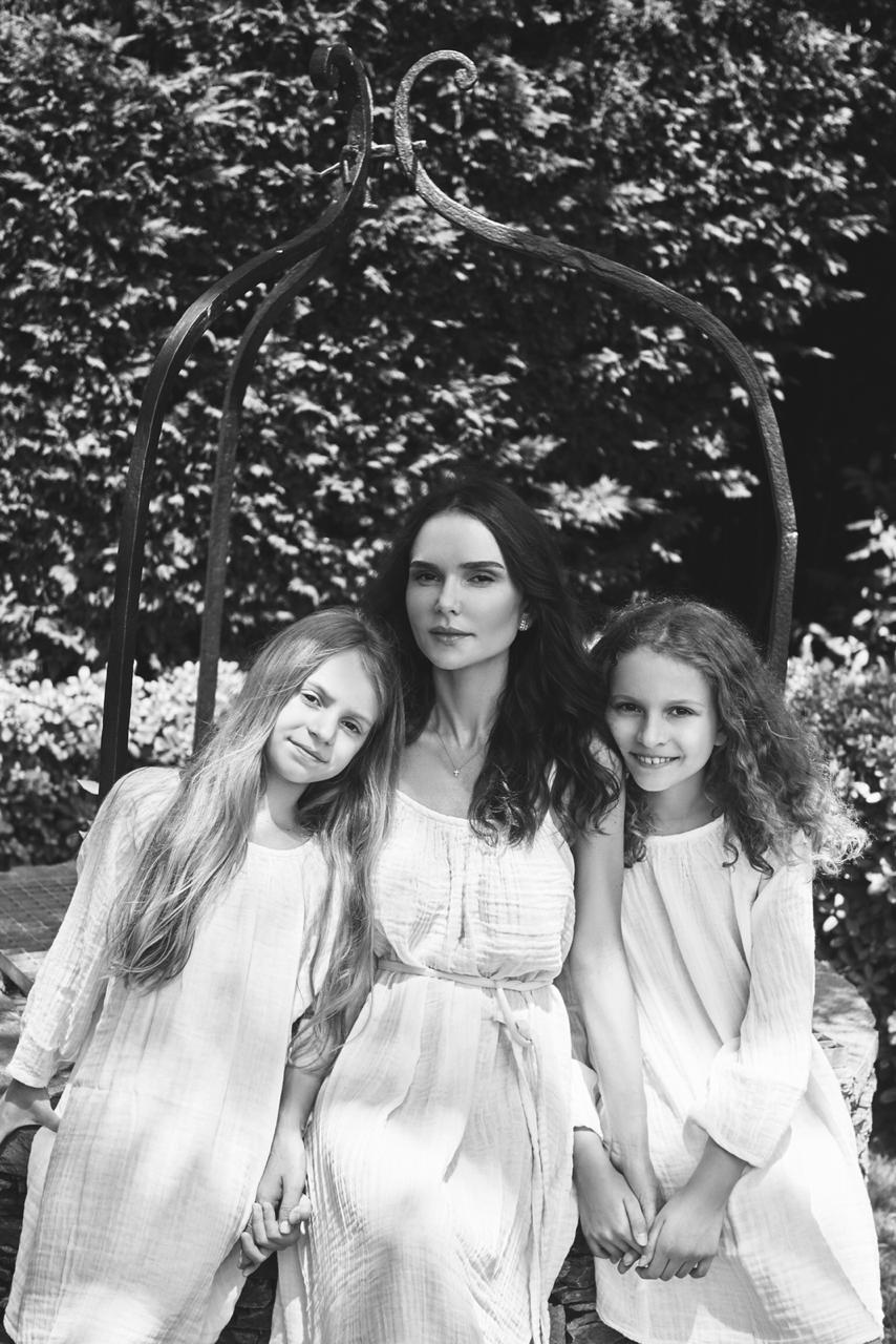 Алена Лавренюк с дочерями