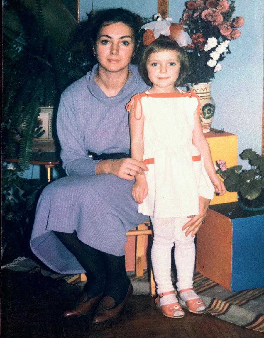 Вика из Неангелов фото в детстве