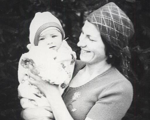 Сергей Притула в детстве с мамой