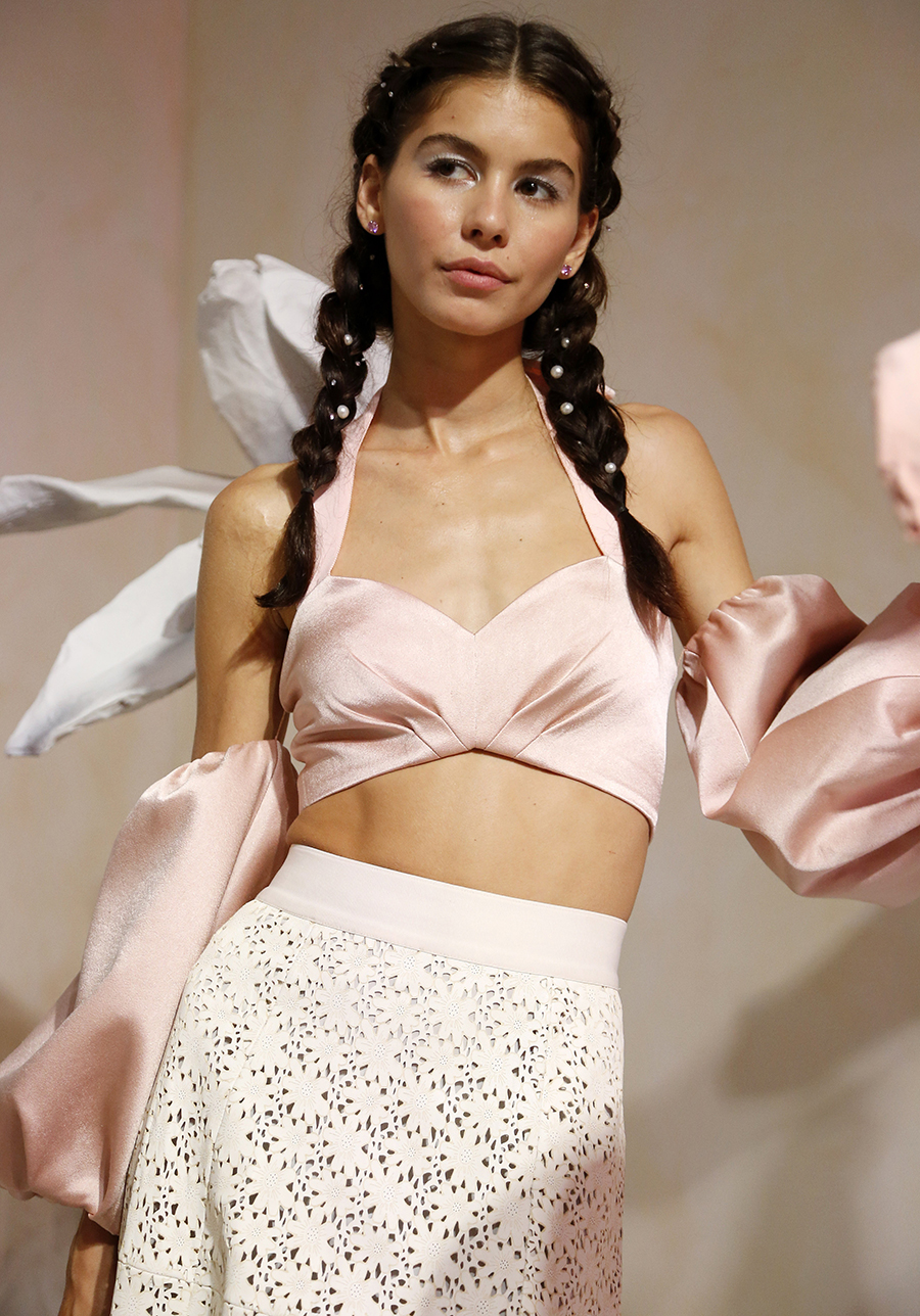 модный топ бюстье открытые плечи живот тренд 2020